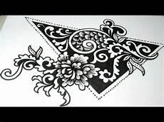 Cara Menggambar Bunga Ornamen Dalam Segitiga