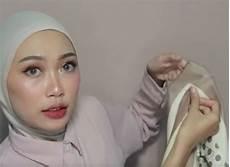 Cara Memakai Jilbab Licin Segi Empat Voal Motif