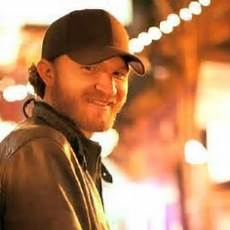 male singer with red hair at the 2015 grammys today s country music total conformity eric paslay eric hottest celebrities today s
