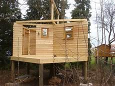 construction cabane bois monter une cabane en bois rev 234 tements modernes du toit