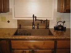 Kitchen Sink With Backsplash Like The Integrated Backsplash That Goes Up To The Window