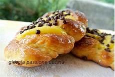 crema pasticcera con gocce di cioccolato bimby giorgia passione cucina treccine dolci con crema pasticcera e gocce di cioccolato ricette