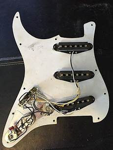 Fender Standard Stratocaster Loaded Pickguard 1995 White