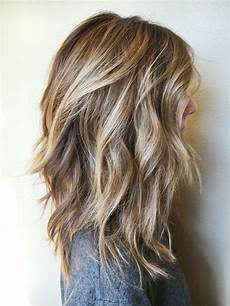 shoulder length blonde curly hair 20 chic everyday hairstyles for shoulder length hair medium haircuts 2017
