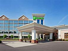 pigeon forge tn hotels holiday inn hotel suites