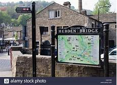 Hebden Bridge Vereinigtes Königreich - welcome signs town towns stockfotos welcome signs town