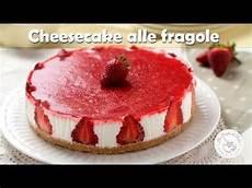 dolce con le fragole fatto in casa da benedetta cheesecake alle fragole ricetta senza cottura e senza forno dolce fresco con le fragole facile