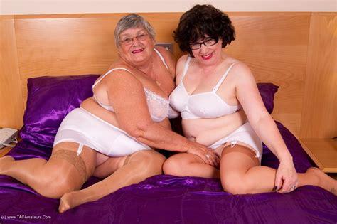 Nude Lesbian Grannies