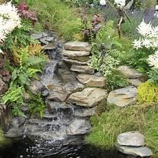 kleiner wasserfall im garten wasserfall im garten selber bauen wassergarten wasserfall garten teich wasserfall und garten