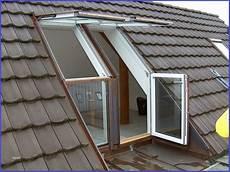 Dachfenster Mit Balkon Austritt Dachfenster Mit Balkon