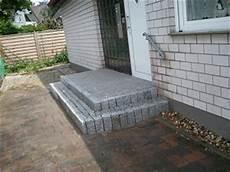 podest hauseingang granit terrassen bilder naturstein terrasse