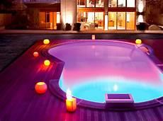 lumiere de piscine lumi 232 re piscine pour un 233 clairage utile et agr 233 able durant