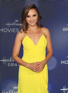 rachael leigh cook at hallmark movies mysteries 2019