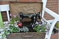 alte koffer deko lucky fiber neue alte deko f 252 r die gartenbank