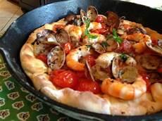 frutti di mare pizza ai frutti di mare seafood pizza