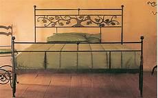 letti in ferro battuto antichi letto in ferro con decoro in lamiera letti in ferro