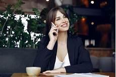 Coup Moyen De Femme Parlant Au T 233 L 233 Phone T 233 L 233 Charger Des