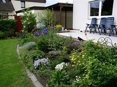 terrassenumrandung mit pflanzen erh 246 hte terrasse bepflanzung bilder und fotos erh 246 hte