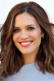 25 looking medium wavy hairstyles for haircuts hairstyles 2019