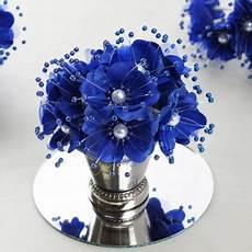 bouquet de fleurs en tissu bleu roi les couleurs du