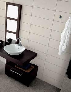refaire joint carrelage mural carrelage de salle de bain blanc mat avec petit joint gris