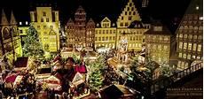 hildesheimer weihnachtsmarkt auf dem marktplatz foto