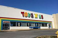 Toys R Us To 8 Stores In And 182 Across The U S