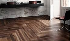 come posare un pavimento in legno come posare un pavimento in gres porcellanato effetto