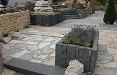 gartengestaltung mit naturstein garten terrasse au 223 engestaltung gestalten gartengestaltung