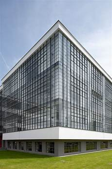 bauhaus building by walter gropius 1925 26 how walter