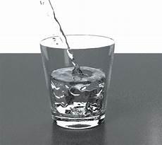 bild im glas blender glas mit wasser mit fl 252 ssigkeitsanimation