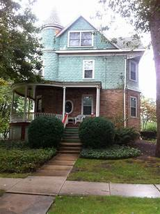 exterior paint color for victorian w pink brick base