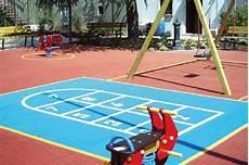 pavimento parco giochi realizzazione pavimentazioni antitrauma per aree gioco e