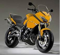 moto 3 cylindres triumph motorcycles nouvelle gt sportive sur base de