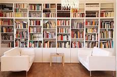 bei quot haseundflo quot bibliotheken in 2019 b 252 cherregal wand