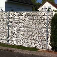 steinzaun typ wall steinmauer hinter gittern