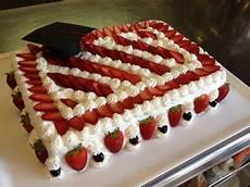 torta con crema pasticcera e panna montata torta di laurea in pan di spagna crema pasticcera panna montata e fragole www civardivini com
