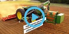 deere premiers electric tractor in