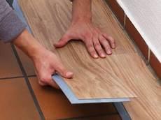 detail pvc planken verlegen pvc bodenbelag pvc planken