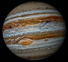 j 250 piter 233 o maior planeta do sistema solar tanto em di 226 metro quanto em massa e 233 o quinto mais