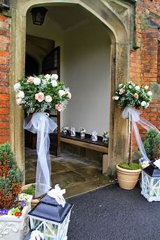 classically elegant spring wedding at st cuthbert s church bartle hall chris