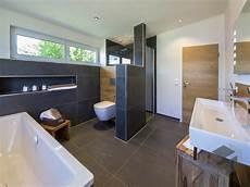 bilder badezimmer fenster zimmert 252 r mit wei 223 em t 252 rstock zimmert 252 ren badezimmer