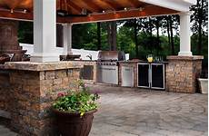 find out what s cooking in the latest outdoor kitchen design trends