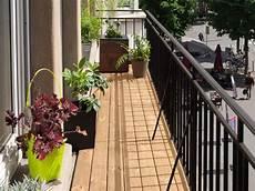 balcon bois extérieur petit balcon une terrasse bois mont 233 e en moins de 3h