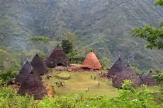 Wae Rebo Desa Di Atas Awan Uwowbanget