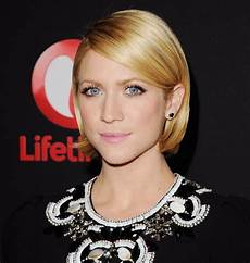 hairstyles from behind brittany snow wore her bob neatly tucked behind her ears at a recent easy hairstyle ideas