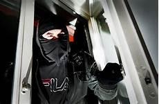 was schreckt einbrecher ab kriminalit 228 t in stuttgart licht in der wohnung schreckt