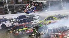 Accident De Voiture De Course Daytona Spectaculaire De 22 Voitures De Course