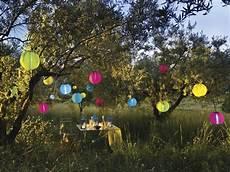 guirlande lumineuse jardin ambiance guinguette dans le jardin joli place
