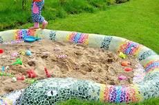 sandkasten mosaik schlange ein traum jeden kindes